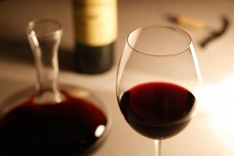 赤い血のようなワイン